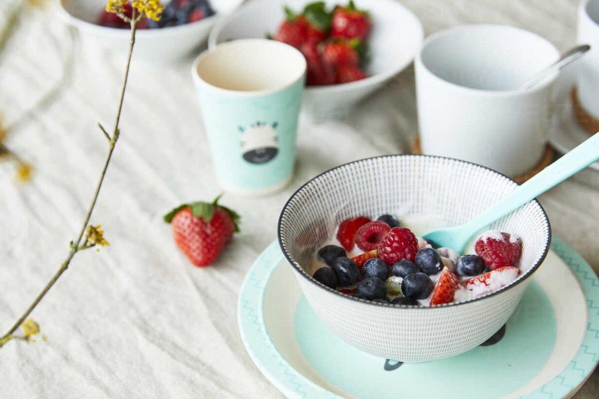 bowl of fruit muesli on breakfast table FSF01063 Ingrosso Casalinghi da oltre 50 anni
